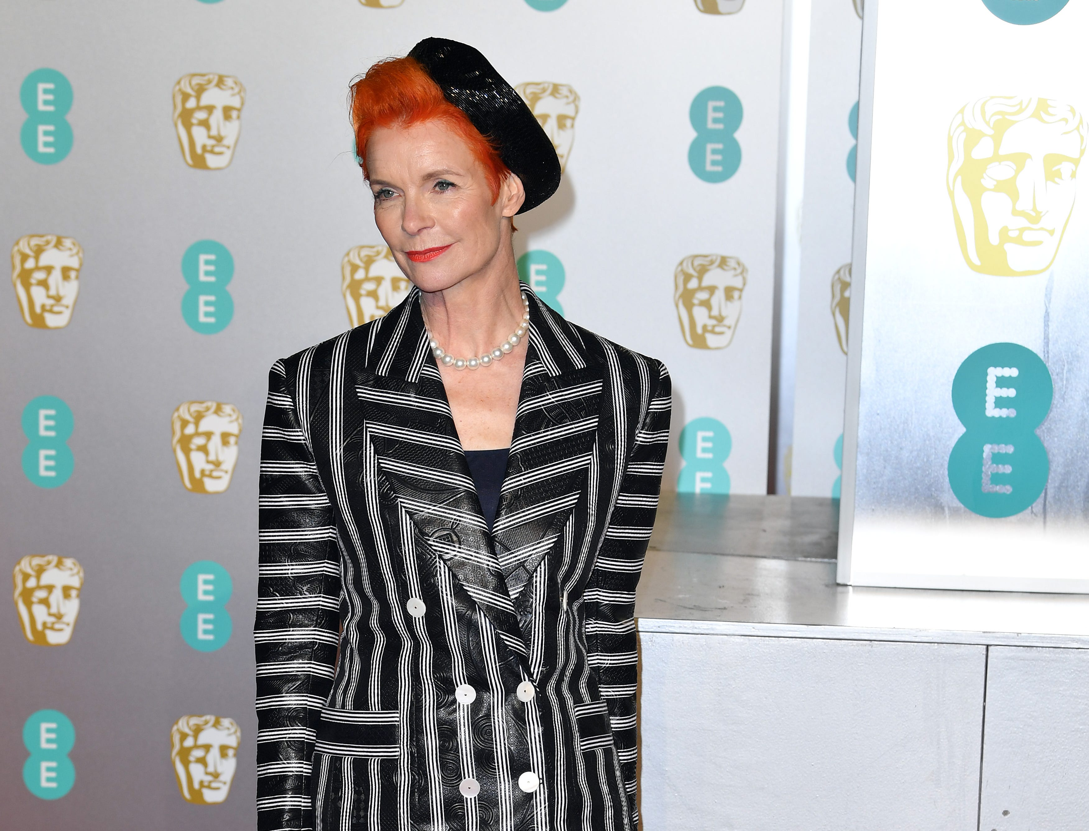 Sandy Powell a su llegada a la alfombra roja de los Premios de la Academia Británica de Cine BAFTA en el Royal Albert Hall en Londres el 10 de febrero de 2019.