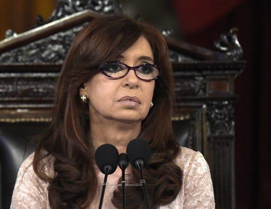 La ex presidenta de Argentina Cristina Fernández de Kirchner enfrenta juicio por presunta corrupción.