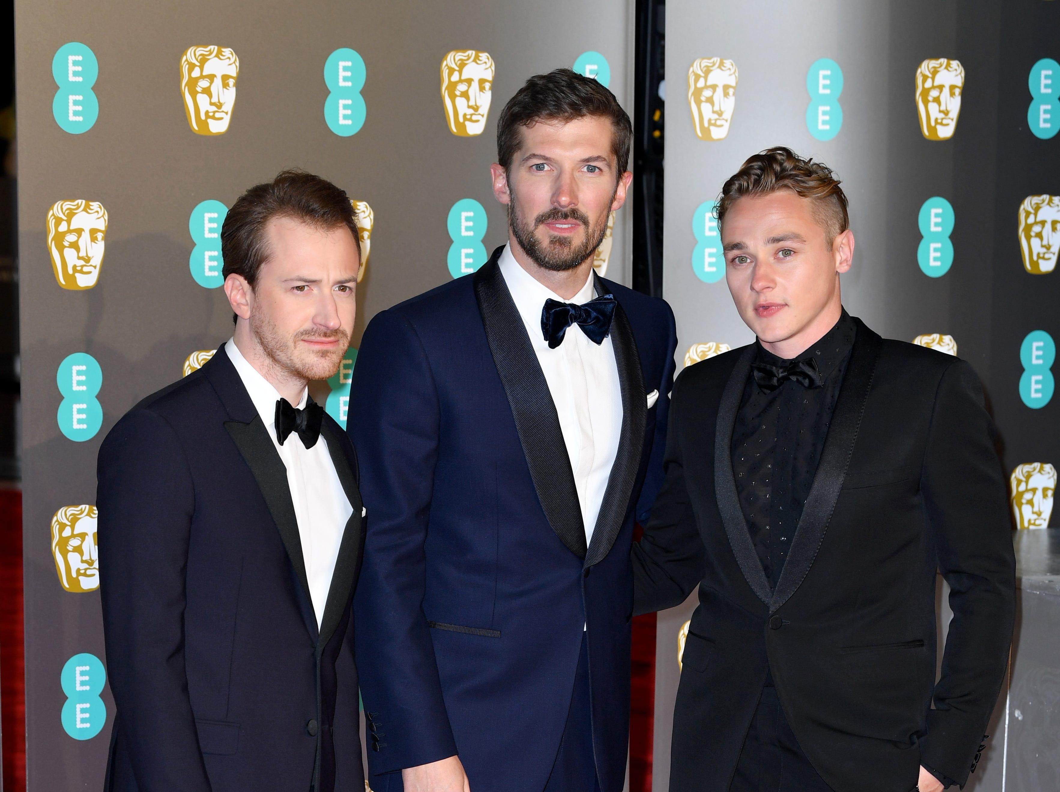 Joseph Mazzello, Gwilym Lee y Ben Hardy a su llegada a la alfombra roja de los Premios de la Academia Británica de Cine BAFTA en el Royal Albert Hall en Londres el 10 de febrero de 2019.