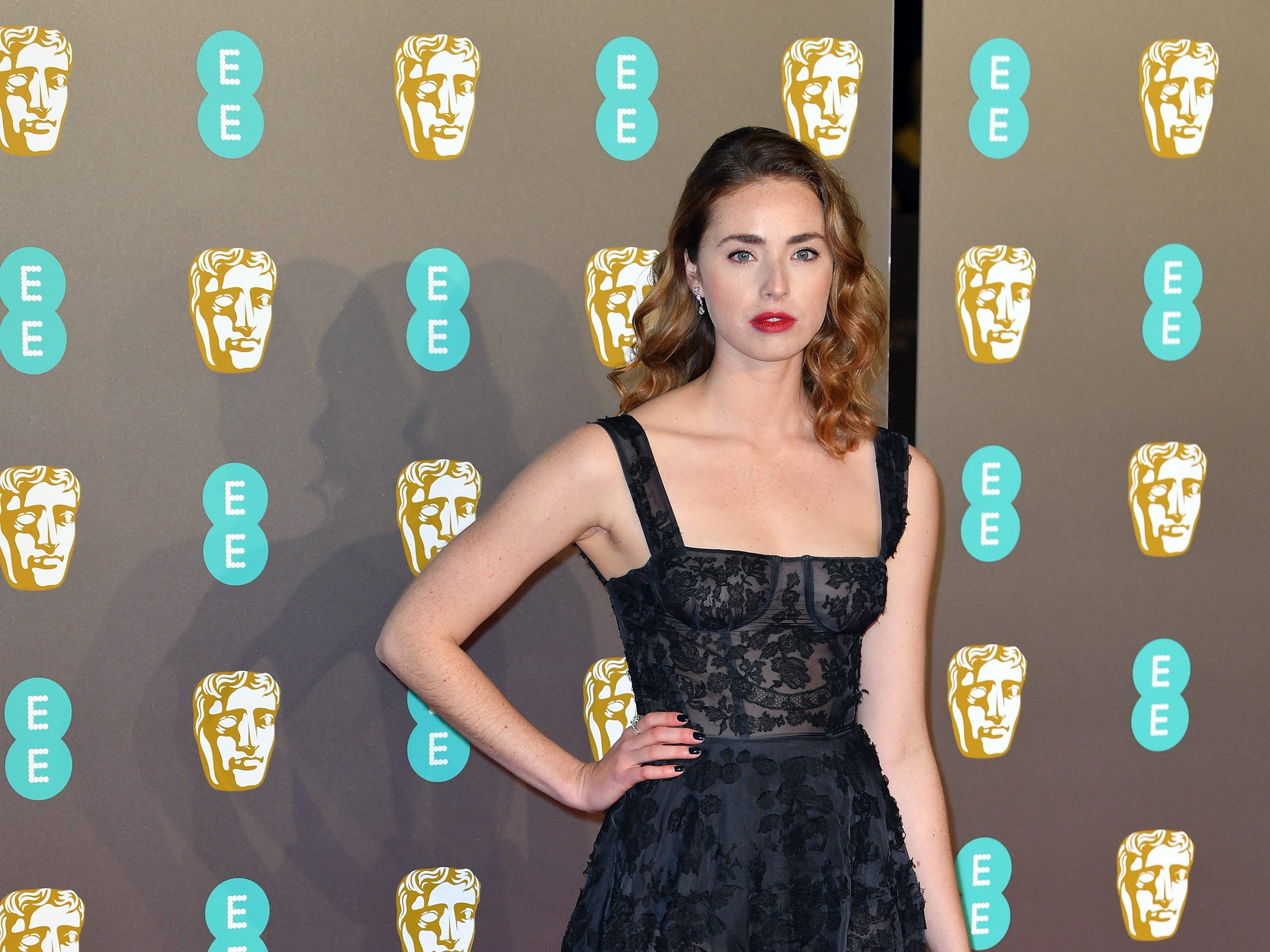 Freya Mavor a su llegada a la alfombra roja de los Premios de la Academia Británica de Cine BAFTA en el Royal Albert Hall en Londres el 10 de febrero de 2019.