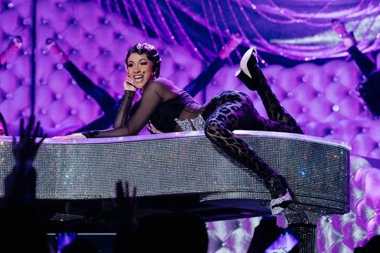 Cardi B presentó un número musical en la ceremonia de los Grammy.