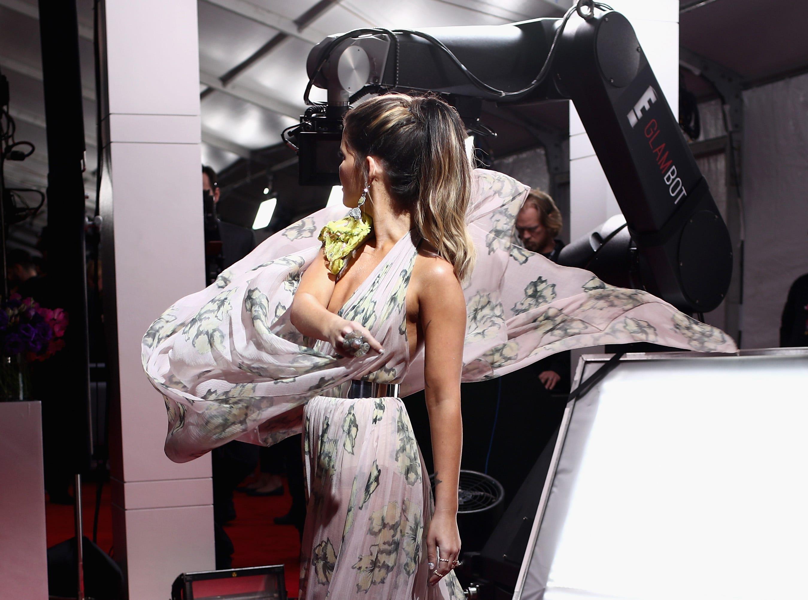 Maren Morris asiste a la 61ª edición de los premios GRAMMY en el Staples Center el 10 de febrero de 2019 en Los Ángeles, California.