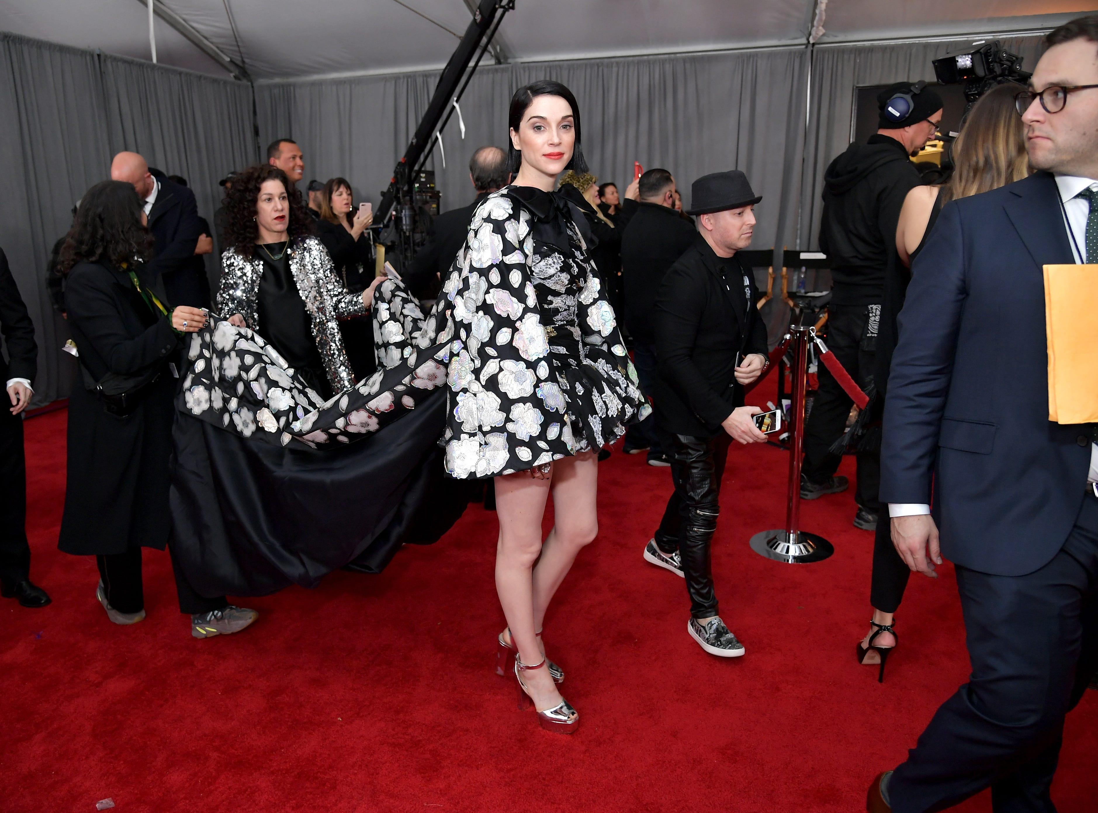 St. Vincent asiste a la 61ª edición de los premios GRAMMY en el Staples Center el 10 de febrero de 2019 en Los Ángeles, California.