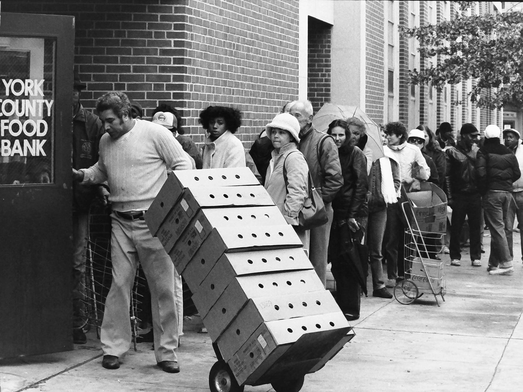 In 1985, people waited outside the Salvation Army at King and Duke streets in York for food and warm coats.
