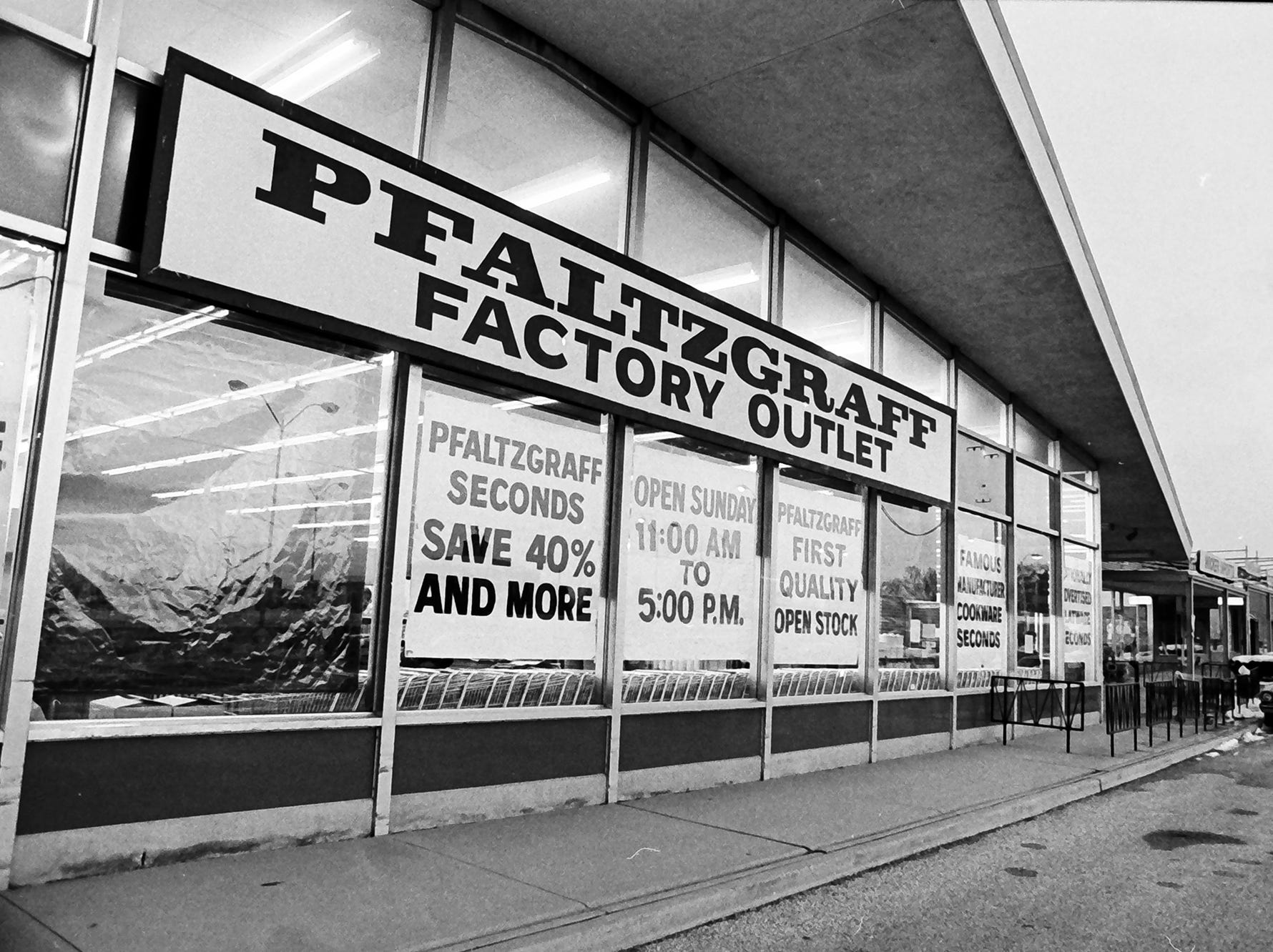 The Pfaltzgraff Factory Outlet was in the Village Green Shopping Center in Springettsbury Township. Since 1985, the facade has changed and a Fuddruckers was built along East Market Street.