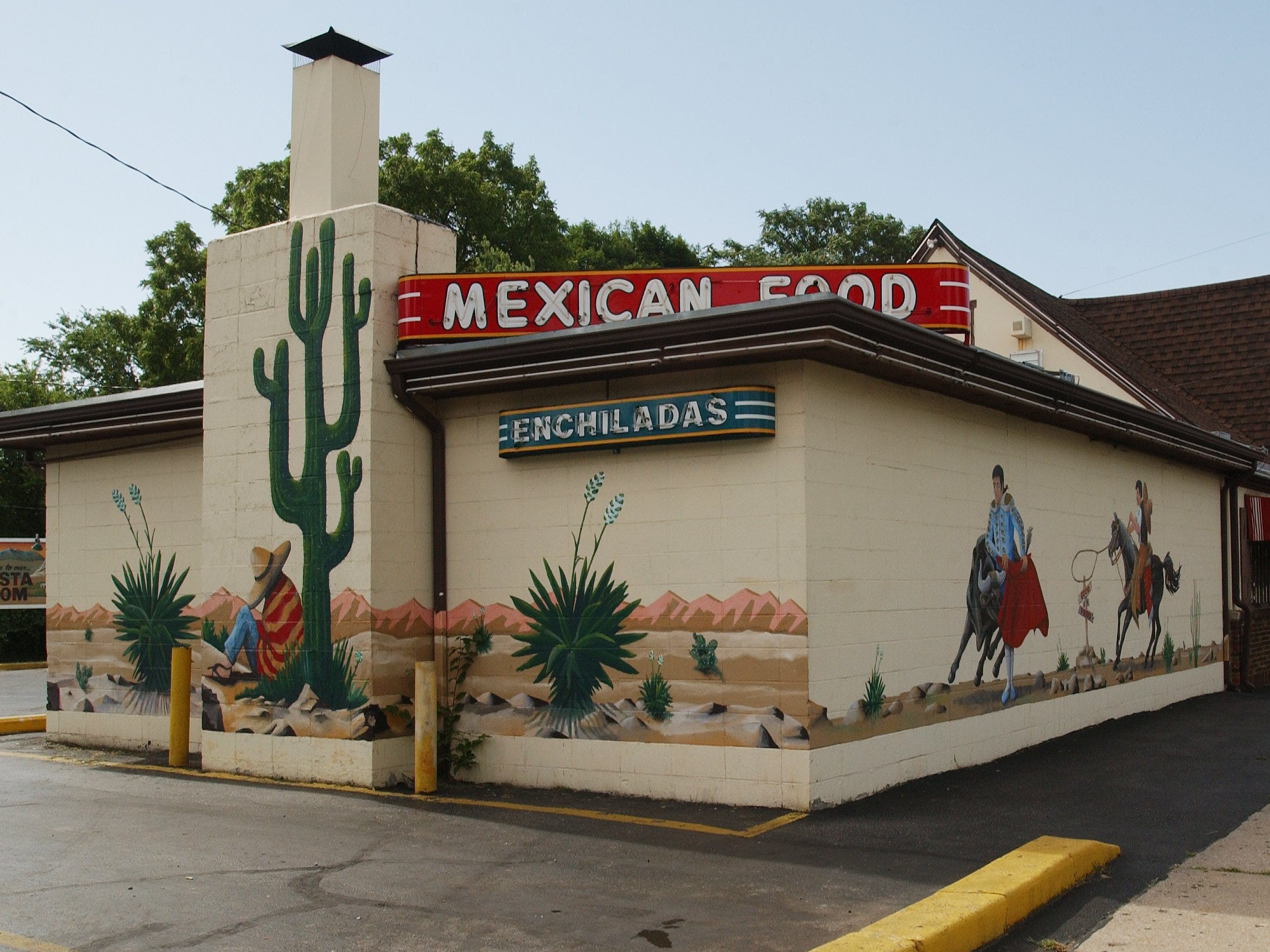 Mexican Villa got its start in 1951 by selling Mexican food out of a barbecue restaurant located where the South National restaurant is today. By 1956, owners Garin and Betty Ferguson opened a stand-alone restaurant named Old Mexico on Glenstone Avenue, approximately where Jimm's Steakhouse is located today.