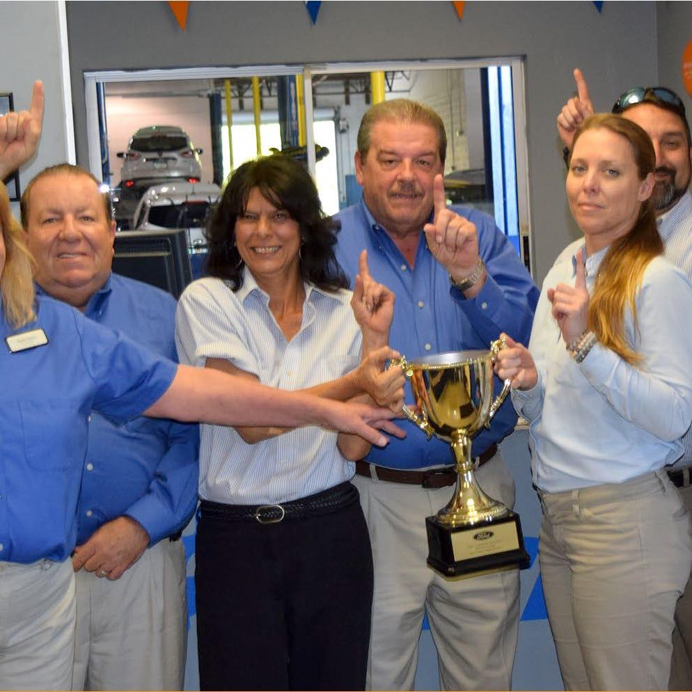 Velde Ford wins service award