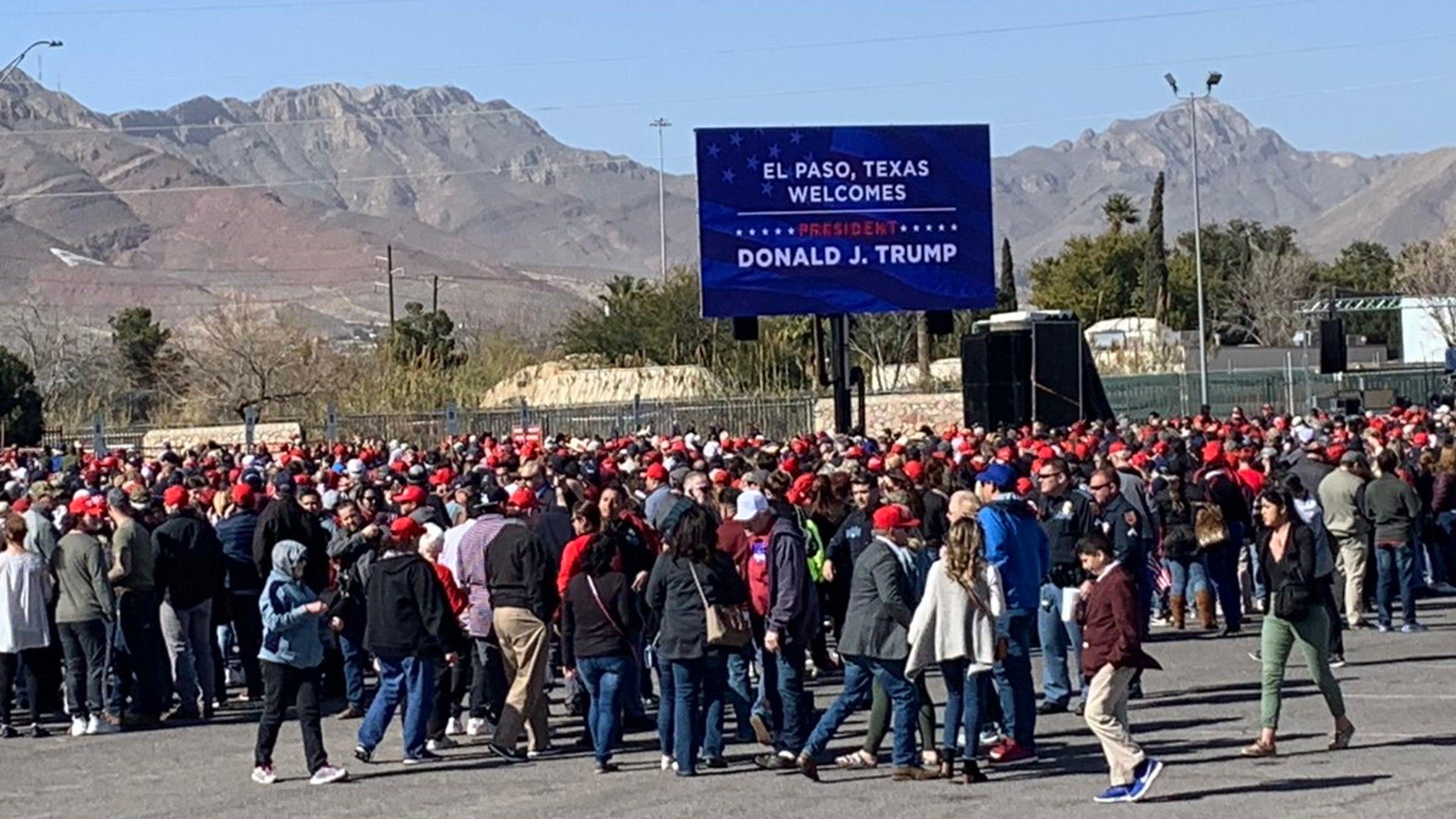 Trump and Beto O' Rourke held dueling El Paso rallies on border wall
