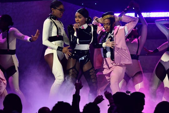 "Janelle Monae performs ""Make Me Feel"" at the Grammys"