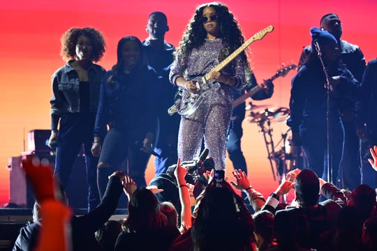 "H.E.R. performs ""Hard Place"" during the 61st Grammy Awards. She also won best R&B album."