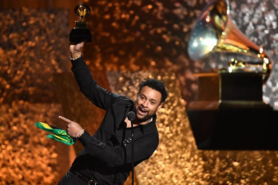 Shaggy accepts the award for Best Reggae Album.