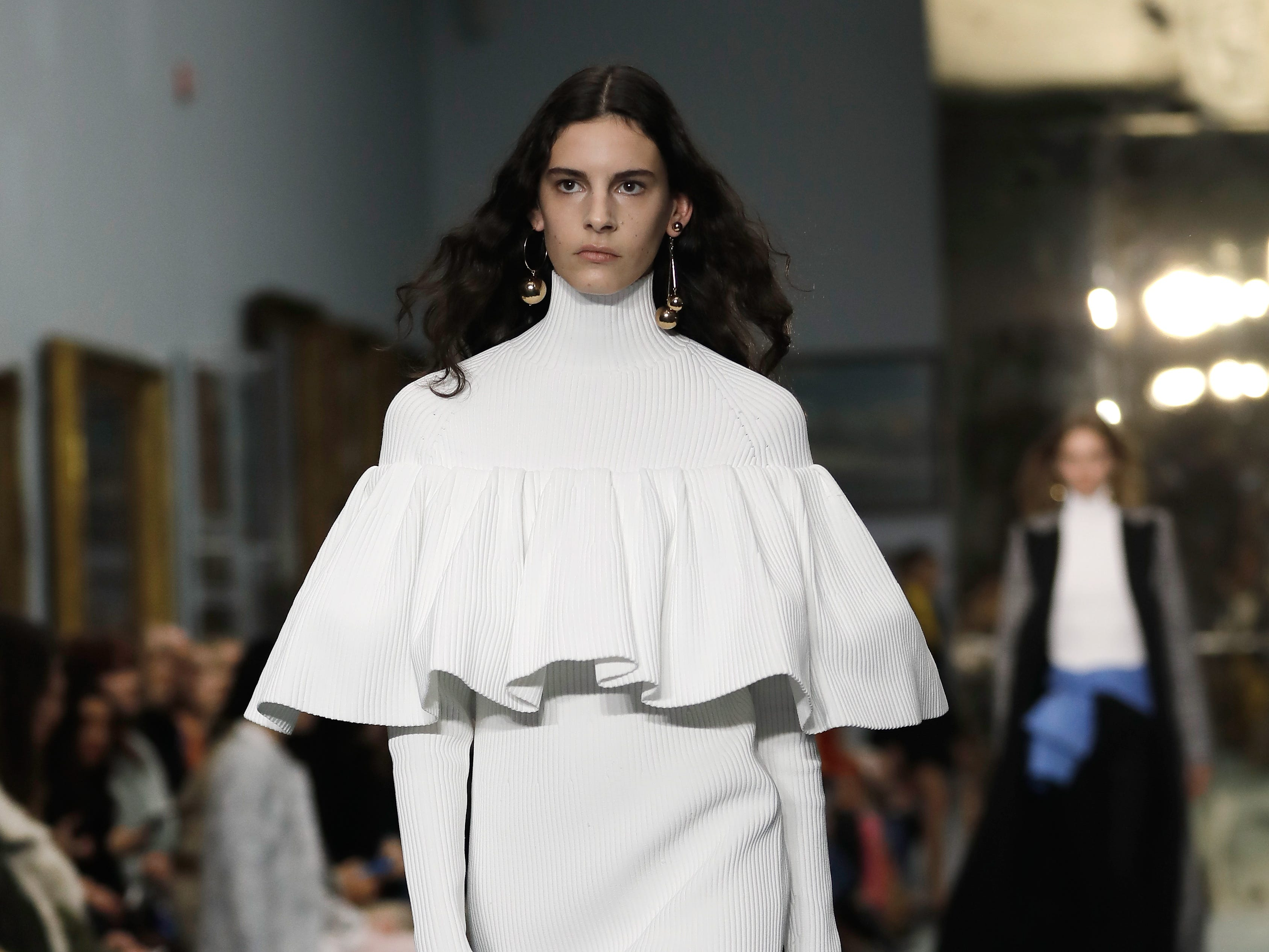 Another Herrera design featured a large ruffle over the bodice of a high-necked, long-sleeved column gown.