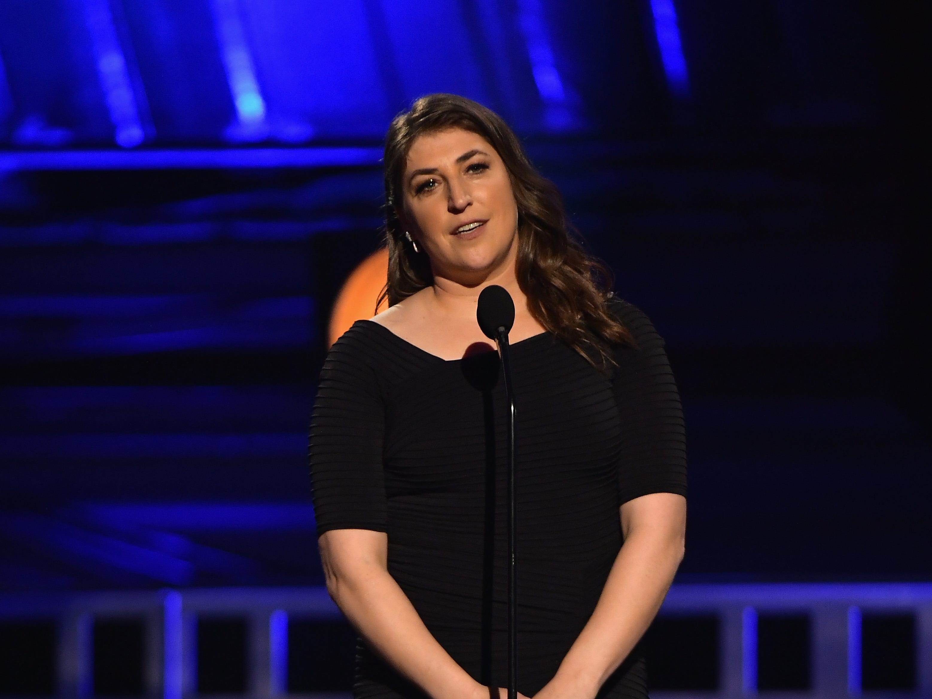 SANTA MONICA, CA - JANUARY 13:  Mayim Bialik speaks onstage during the 24th annual Critics' Choice Awards at Barker Hangar on January 13, 2019 in Santa Monica, California.  (Photo by Matt Winkelmeyer/Getty Images) ORG XMIT: 775260338 ORIG FILE ID: 1082126536