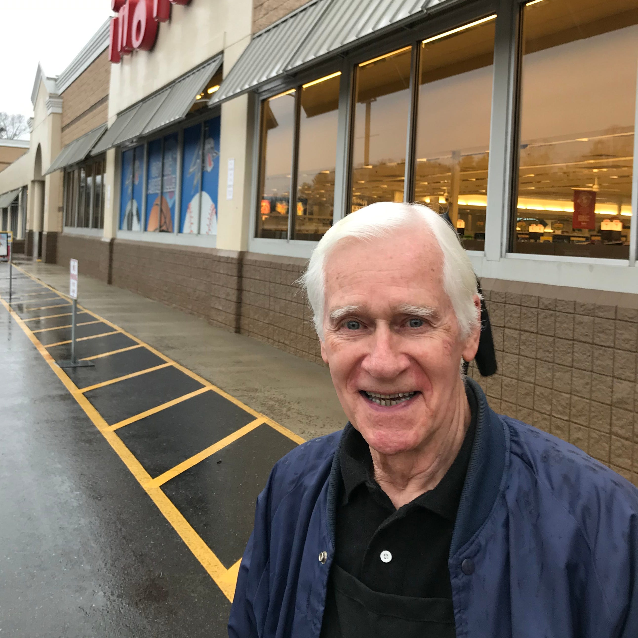 Answer Man: Former WLOS weatherman Bob Caldwell bagging groceries at Ingles?