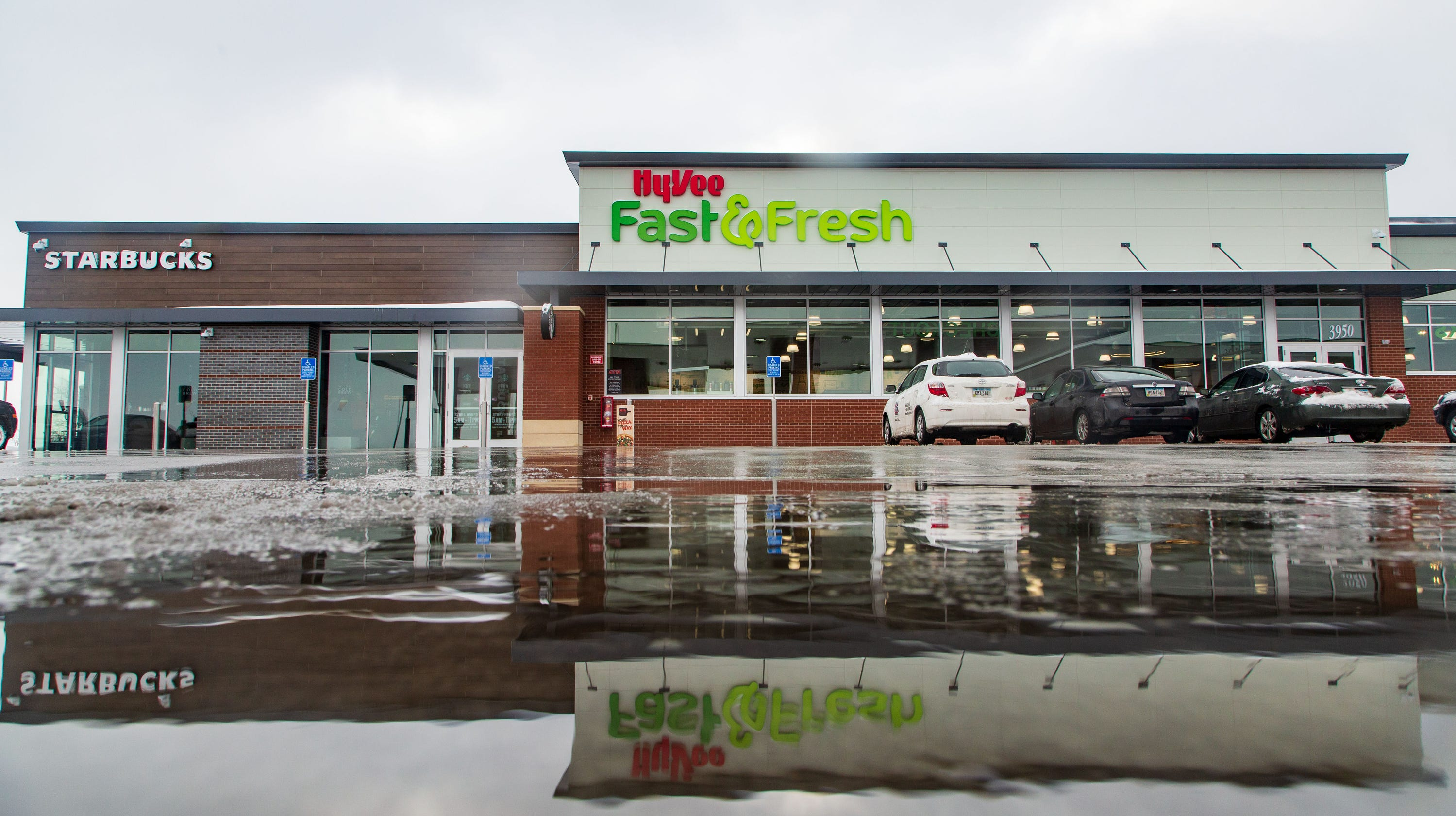 Hy-Vee converting four closed QuikTrip sites to Fast Fresh Express convenience stores