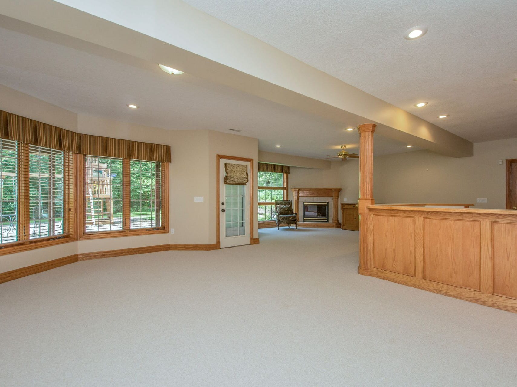 Sitting on a private 1.2-acre lot, this suburban Des Moines home has more than 3,000 square feet of finished living space.