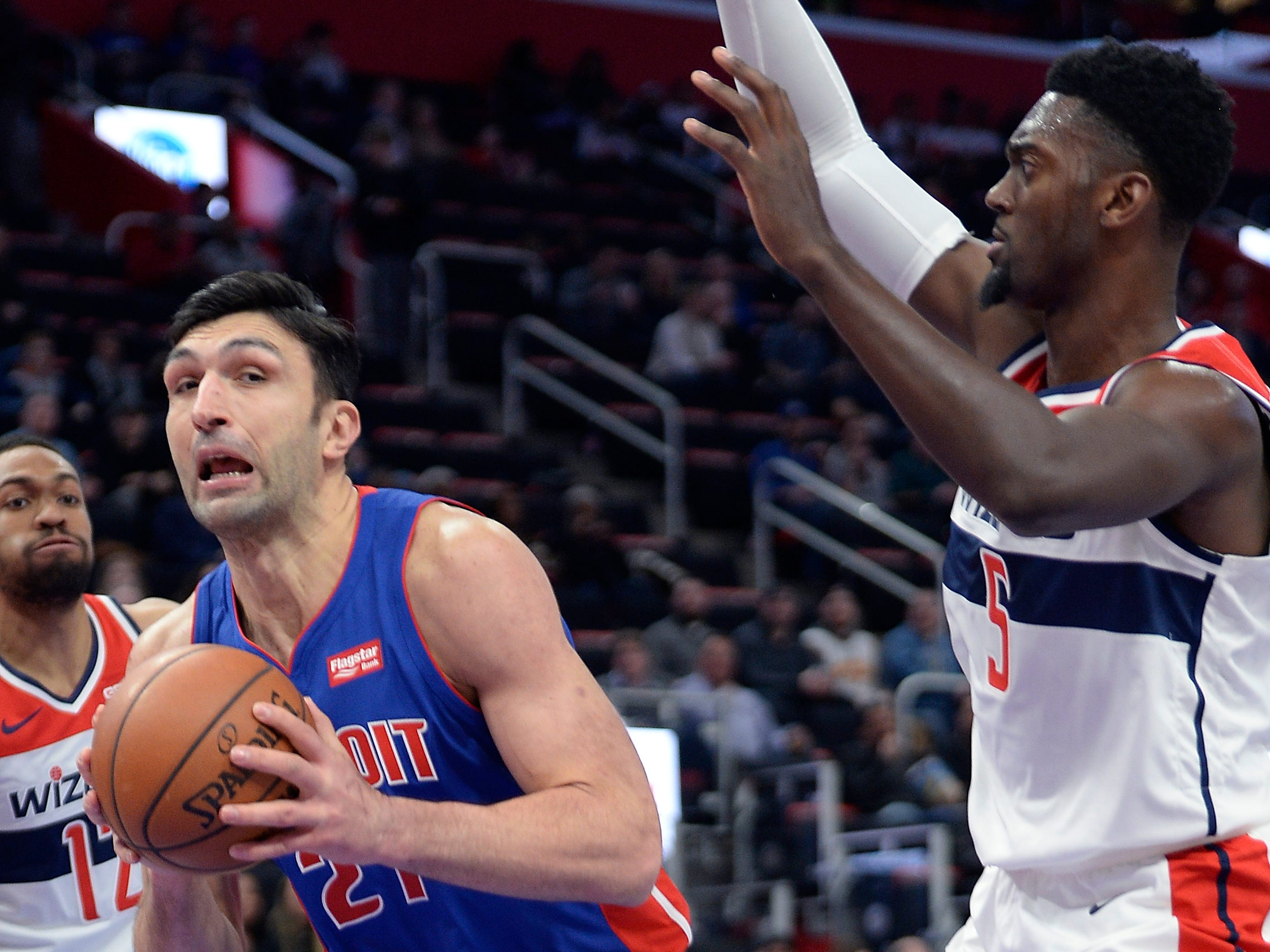 Pistons' ZaZa Pachulia looks for room around Wizards' Bobby Portis in the second quarter.