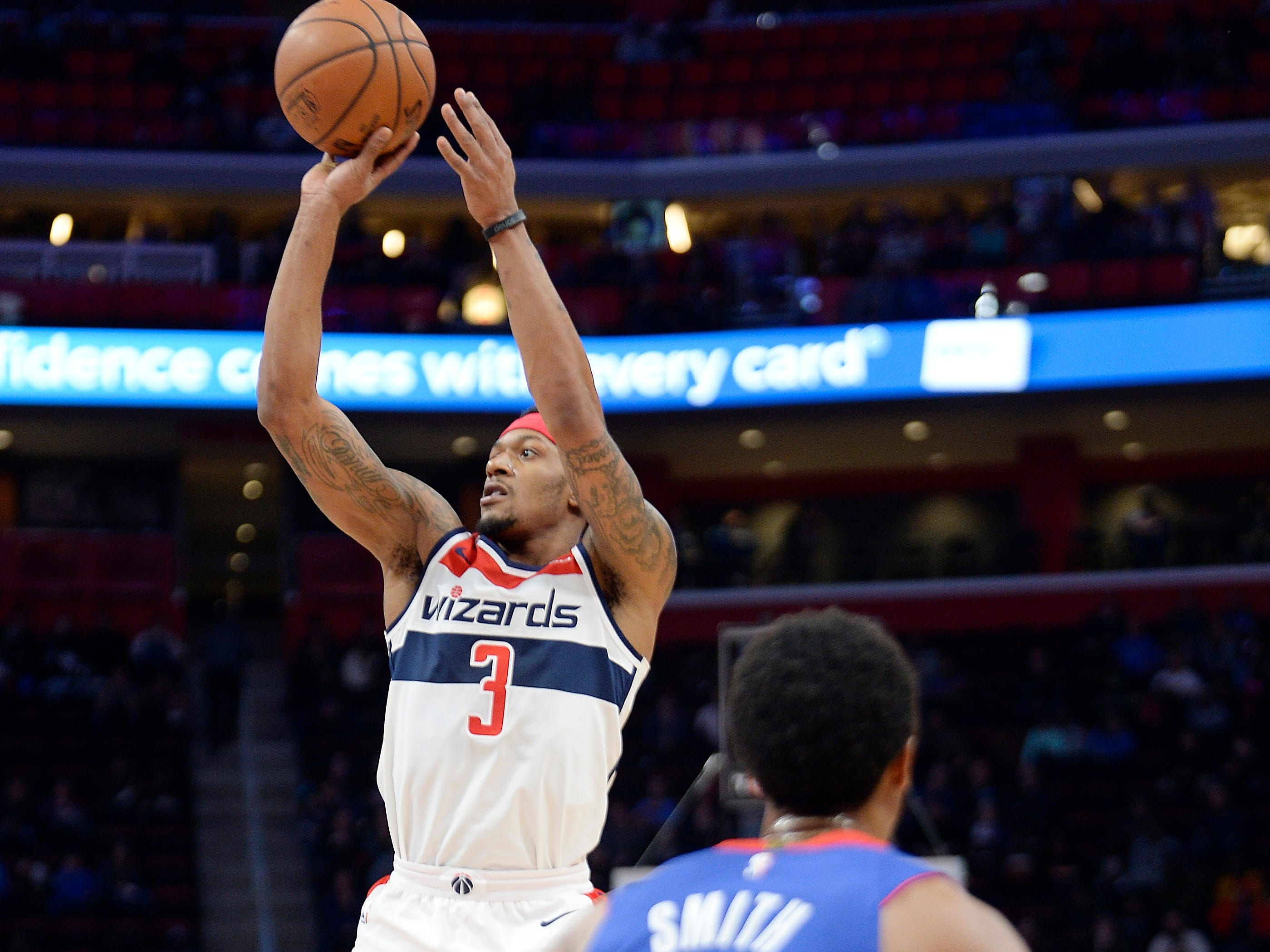 Wizards' Bradley Beal shoots over Pistons' Ish Smith in the fourth quarter.