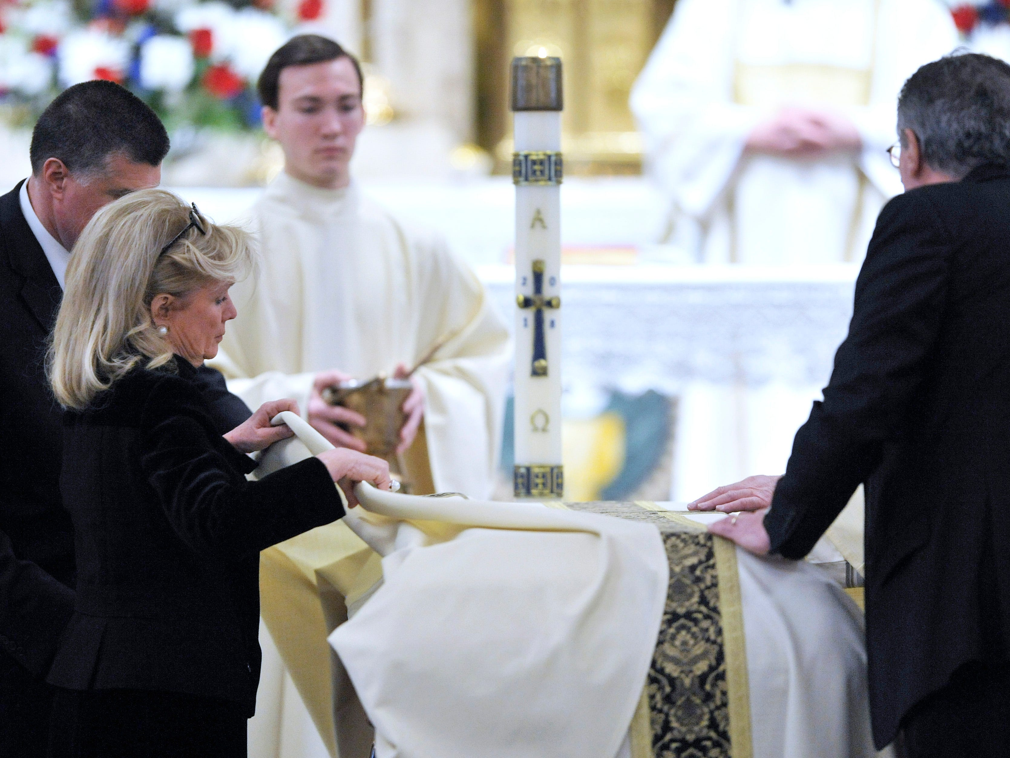 Debbie Dingell, left,  Congresswoman and widow of former U.S. Rep. John Dingell,  helps with Placing of the Pall during the Mass of Christian Burial.