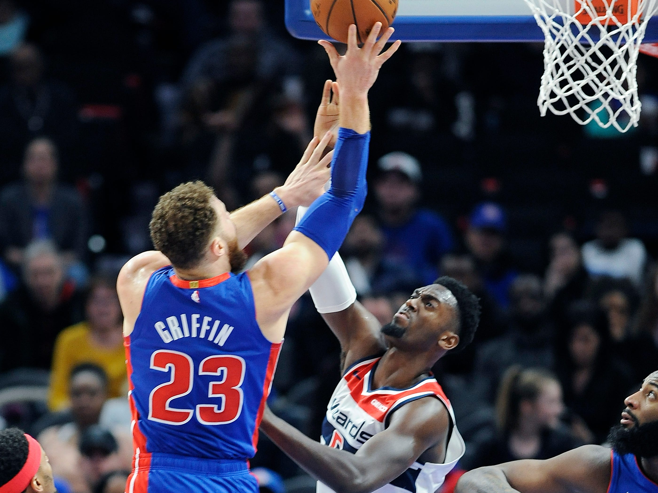 Pistons' Blake Griffin (23) shoots over Wizards' Bobby Portis in the fourth quarter.