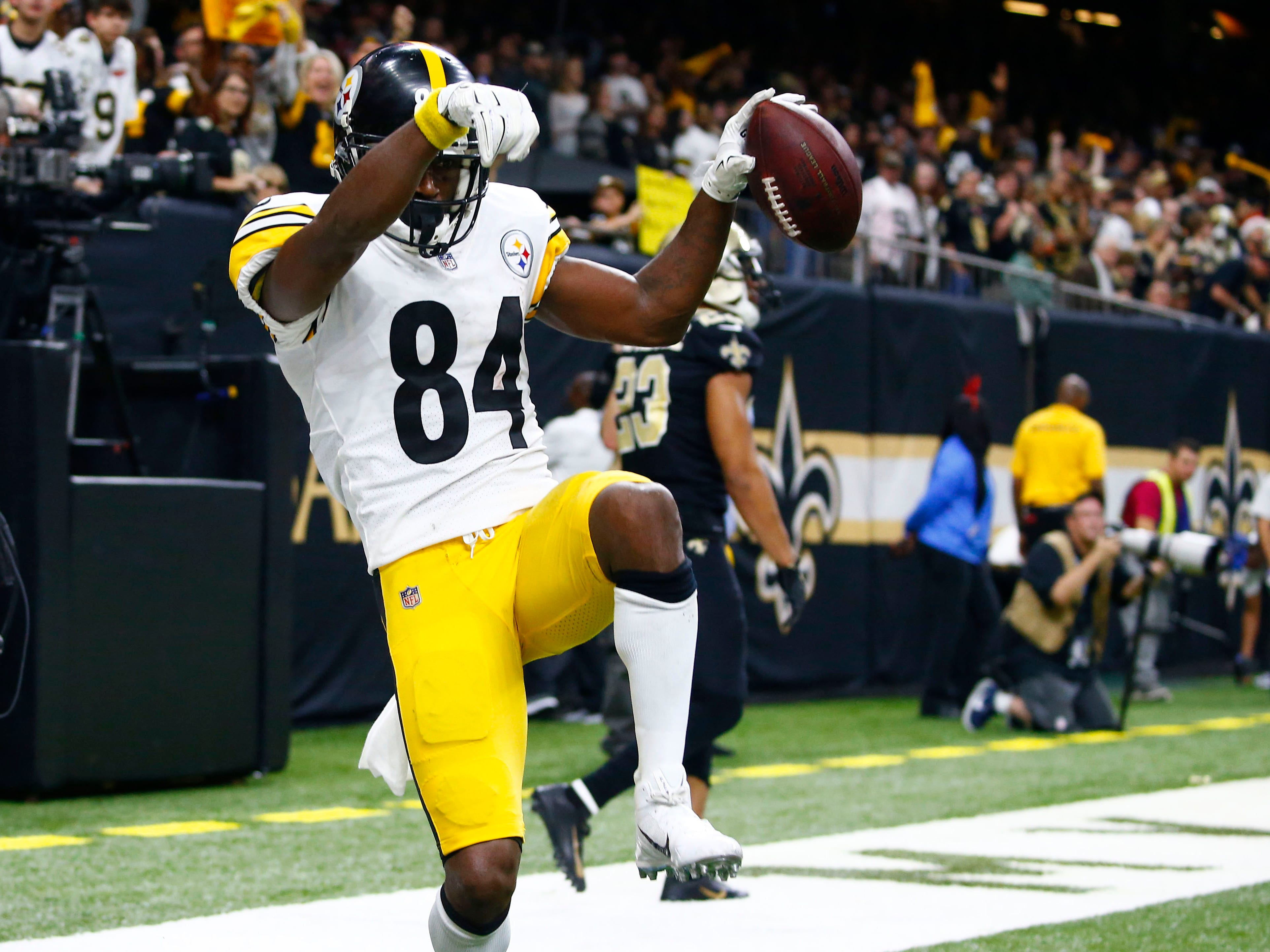 A look at how productive a team should expect Antonio Brown to be in his 30s