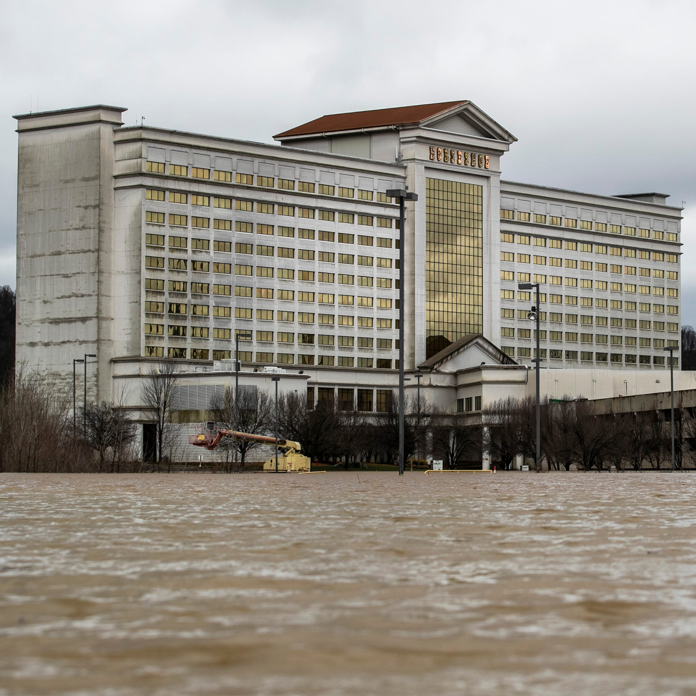 Horseshoe Southern Indiana Casino closes amid Ohio River flood warnings