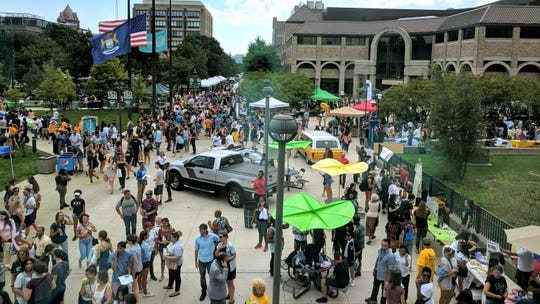 Students visit Wayne State University's campus as part of a fall welcome event.