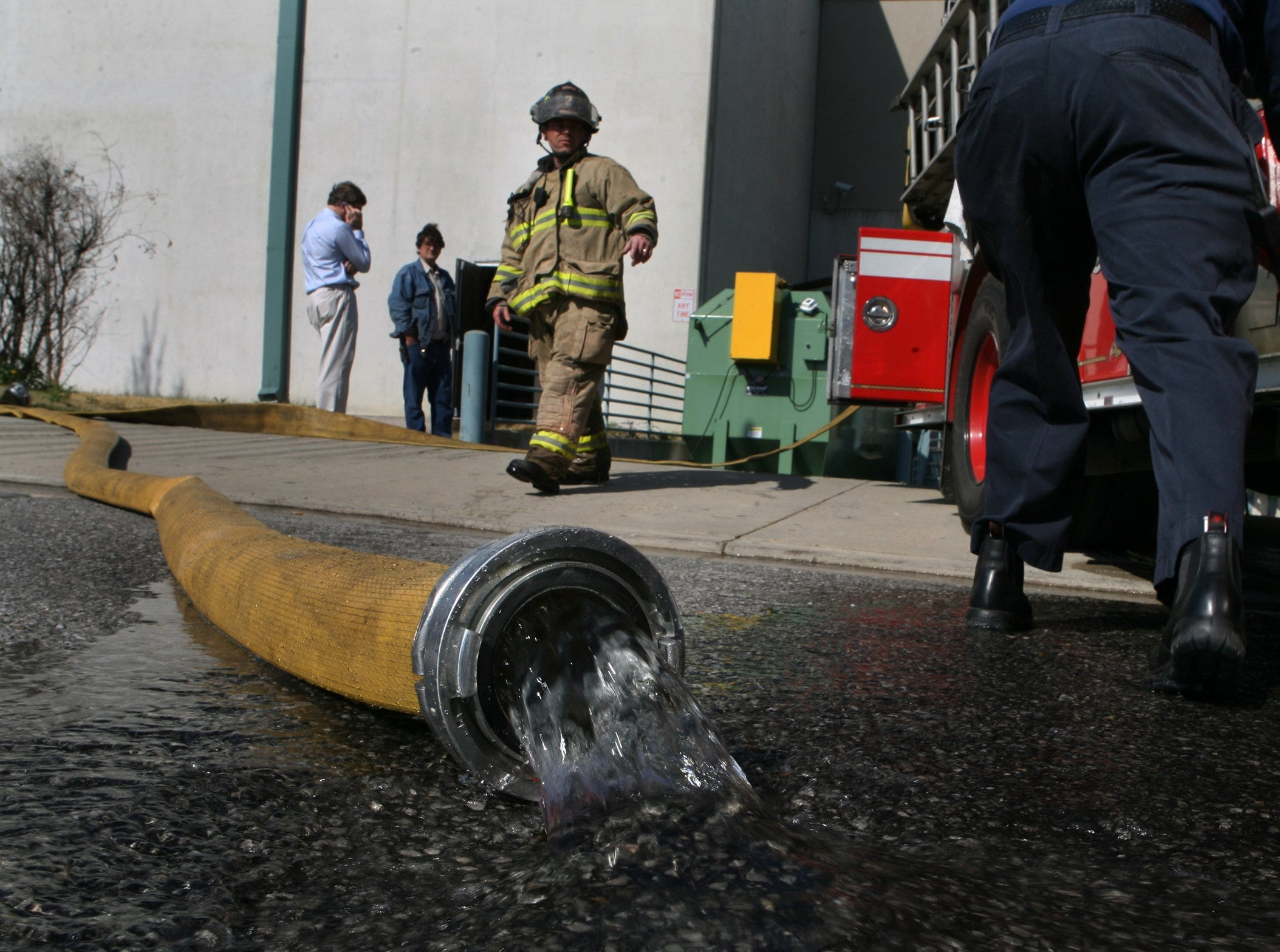 Mar. 16, 2007 - Firefighter Tony Burton, center, of Engine 2, responds to a fire that started in a dust collector at Gibson Guitar Factory in downtown Memphis.  Firefighters left the scene after putting the fire out and no one was hurt in the incident.