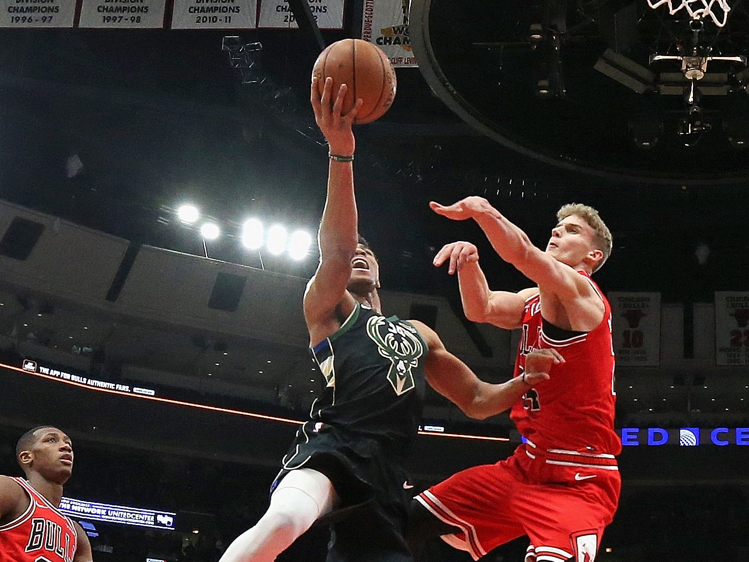 Giannis Antetokounmpo of the Bucks drives to the basket with Lauri Markkanen of the Bulls guarding him on Monday night.