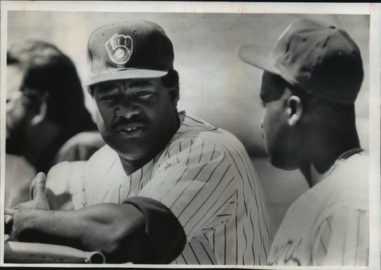 Brewers hitting coach Don Baylor chats with a player in 1990.