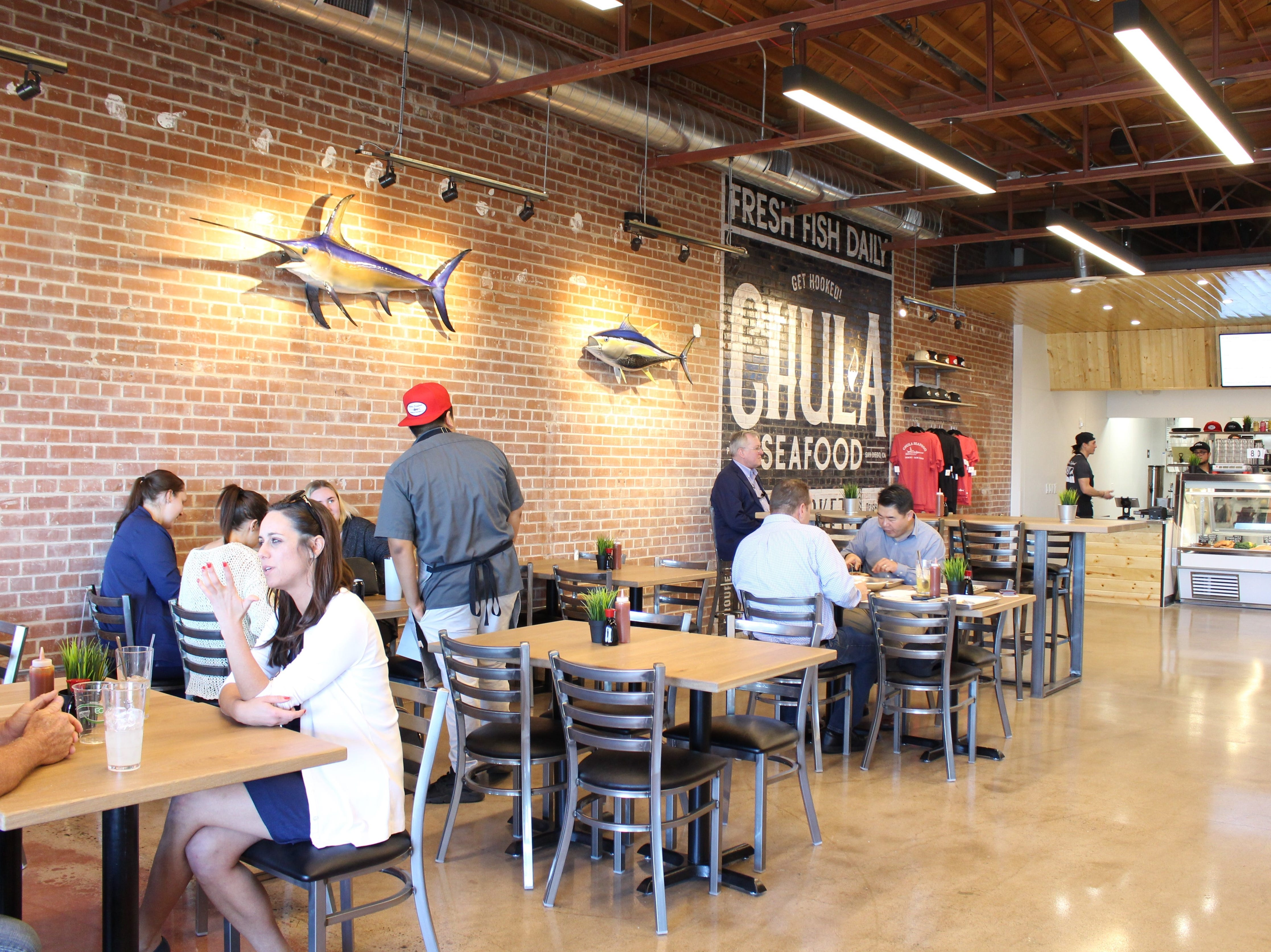 Chula Seafood at Uptown Plaza offers a bright dining area where customers can enjoy lunch and dinner served with a small selection of beer and wine.