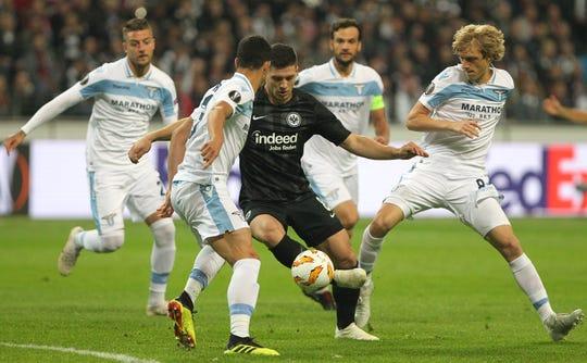 Luka Jovic, jugador del Frankfurt de Alemania, es pretendido por los grandes equipos de España.