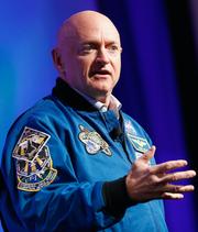 El camino demócrata queda libre para el astronauta retirado Mark kelly.