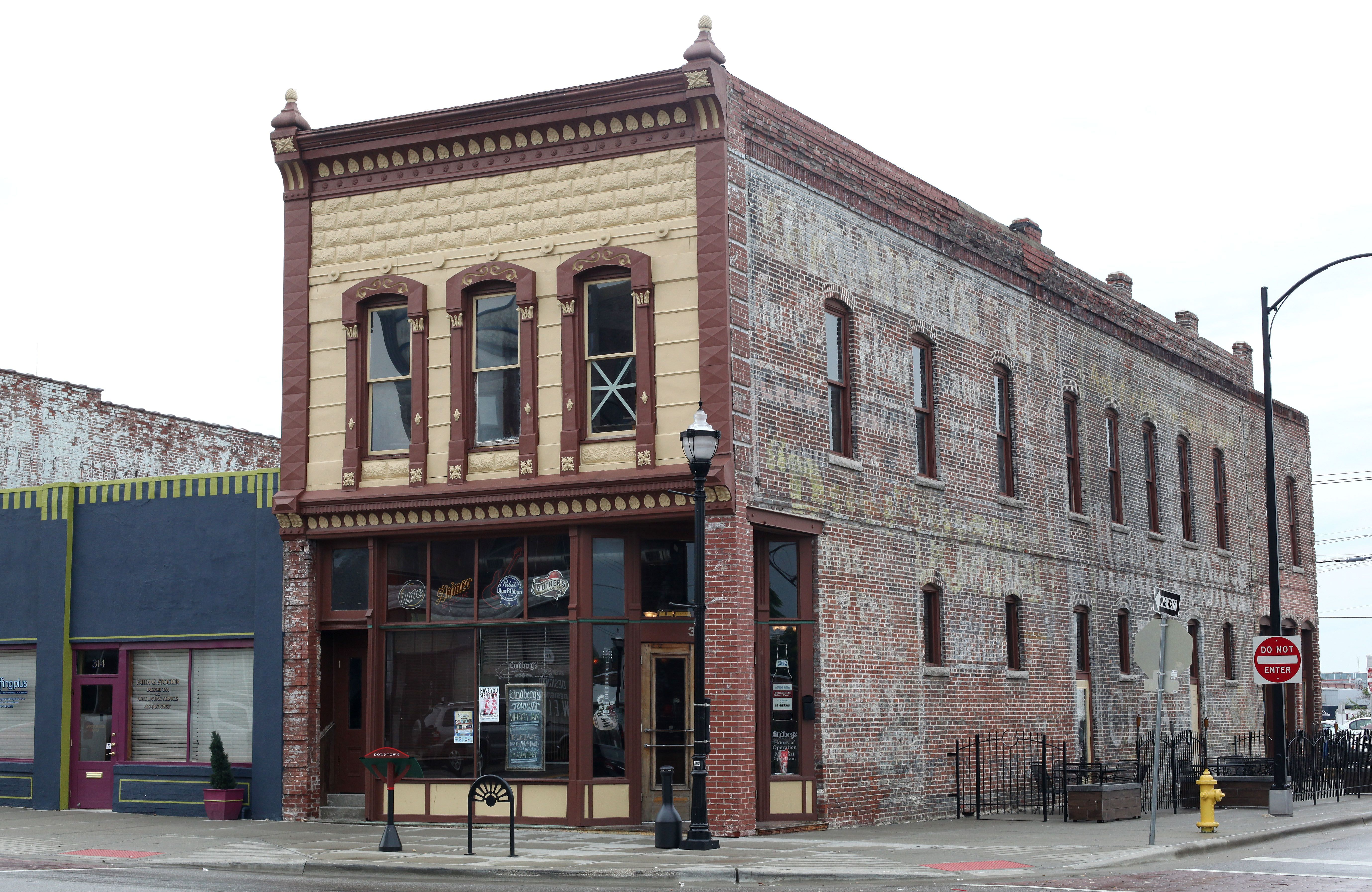 """Lindberg's, on the corner of West Commercial Street and Campbell Avenue, opened when the railroad came through in the 1870's. While the bar that bills itself as """"Springfield oldest tavern"""" was shuttered for a number of years, we still feel it deserves a shout-out. Today, it's also a restaurant and serves brunch on Sundays."""