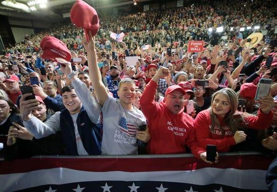 Simpatizantes de Trump durante su mitin en El Paso, Texas.