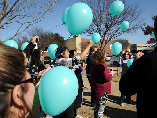 Wichita County Tax office employees prepare to release balloons in memory of former co-worker, Shawn Ramon.
