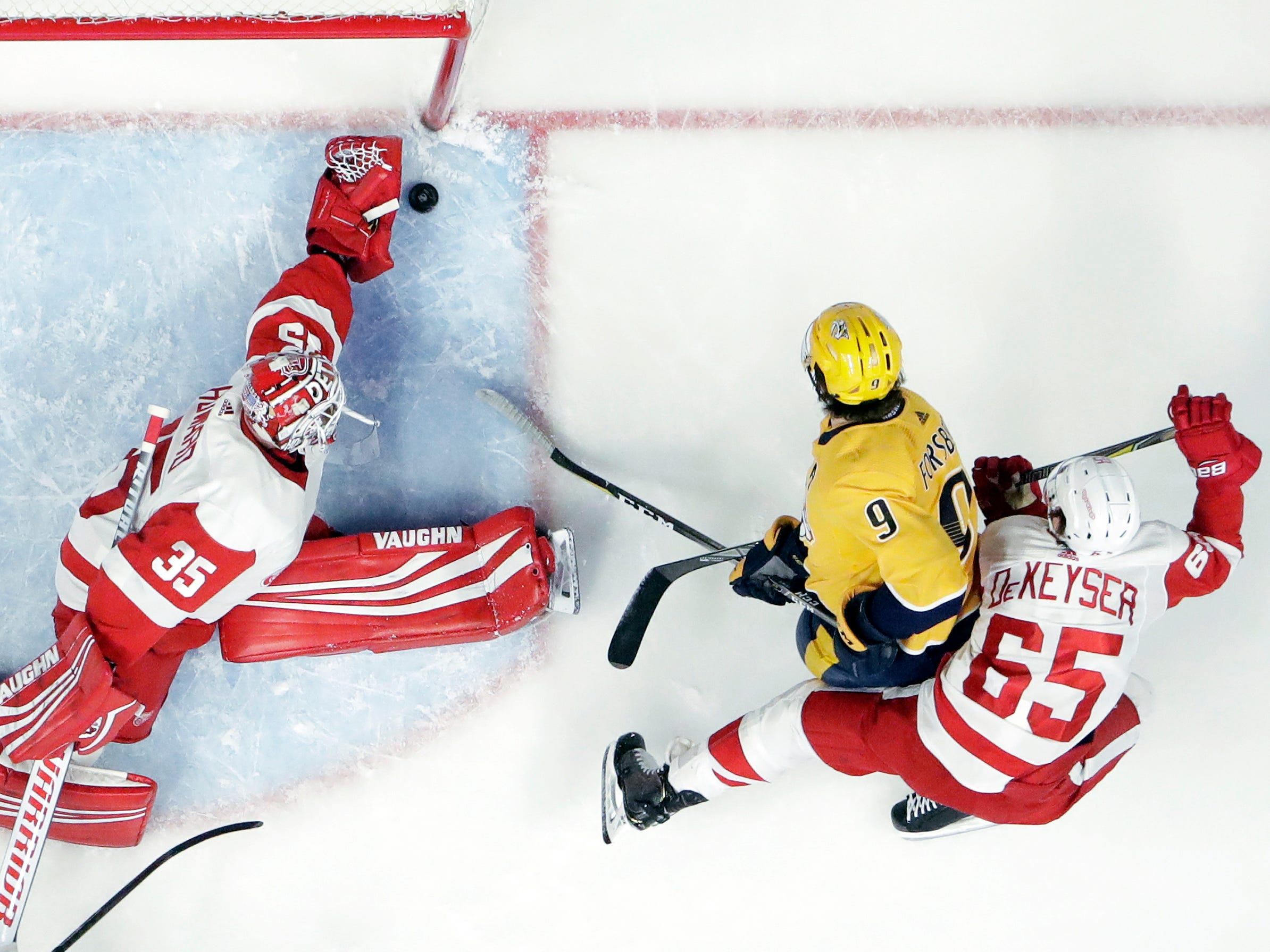 Detroit Red Wings goaltender Jimmy Howard (35) makes a stop on a shot by Nashville Predators left wing Filip Forsberg (9), of Sweden, during the first period.