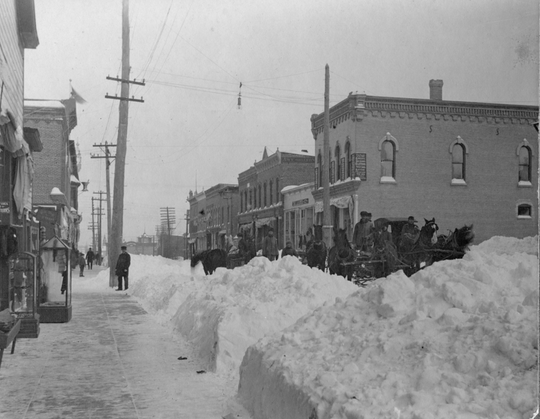 Neillsville (500 block of Hewett Street) in the aftermath of the December 27 – 28 1904 winter storm.  The storm produced 26 inches in 24 hours.