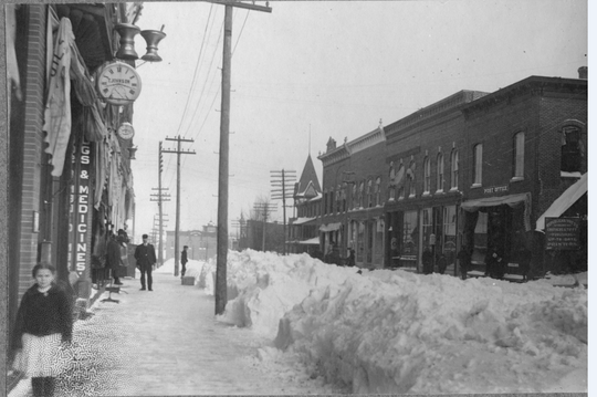 Main Street of Neillsville after the 1904 snowstorm.