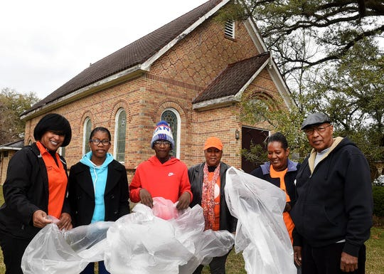 The city of Opelousas teamed up with members of Sound of Faith Christian Ministries on Saturday to pick up litter around the city's historic district.