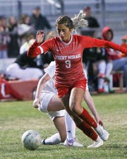 Fabiana Zavala goes around her opponent in Desert Mirage's 3-0 win over Big Bear.