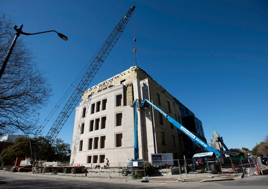 The nearly $31 million project to remove mold from downtown Pensacola's federal courthouse is now expected to continue through 2020.