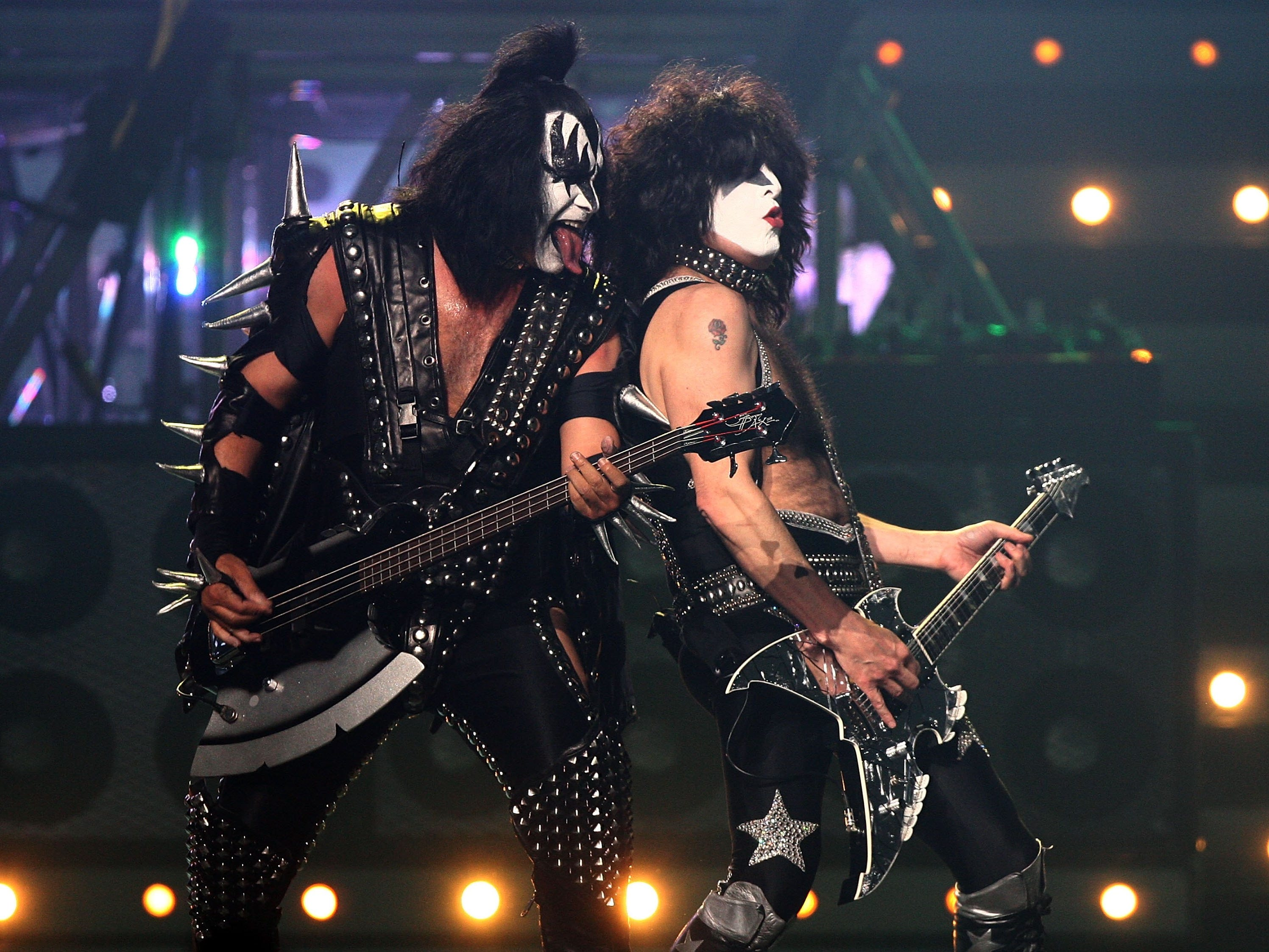 LAS VEGAS - MAY 25:  Musicians Gene Simmons and Paul Stanley of Kiss perform during the VH1 Rock Honors at the Mandalay Bay Events Center on May 25, 2006 in Las Vegas, Nevada.  (Photo by Kevin Winter/Getty Images)