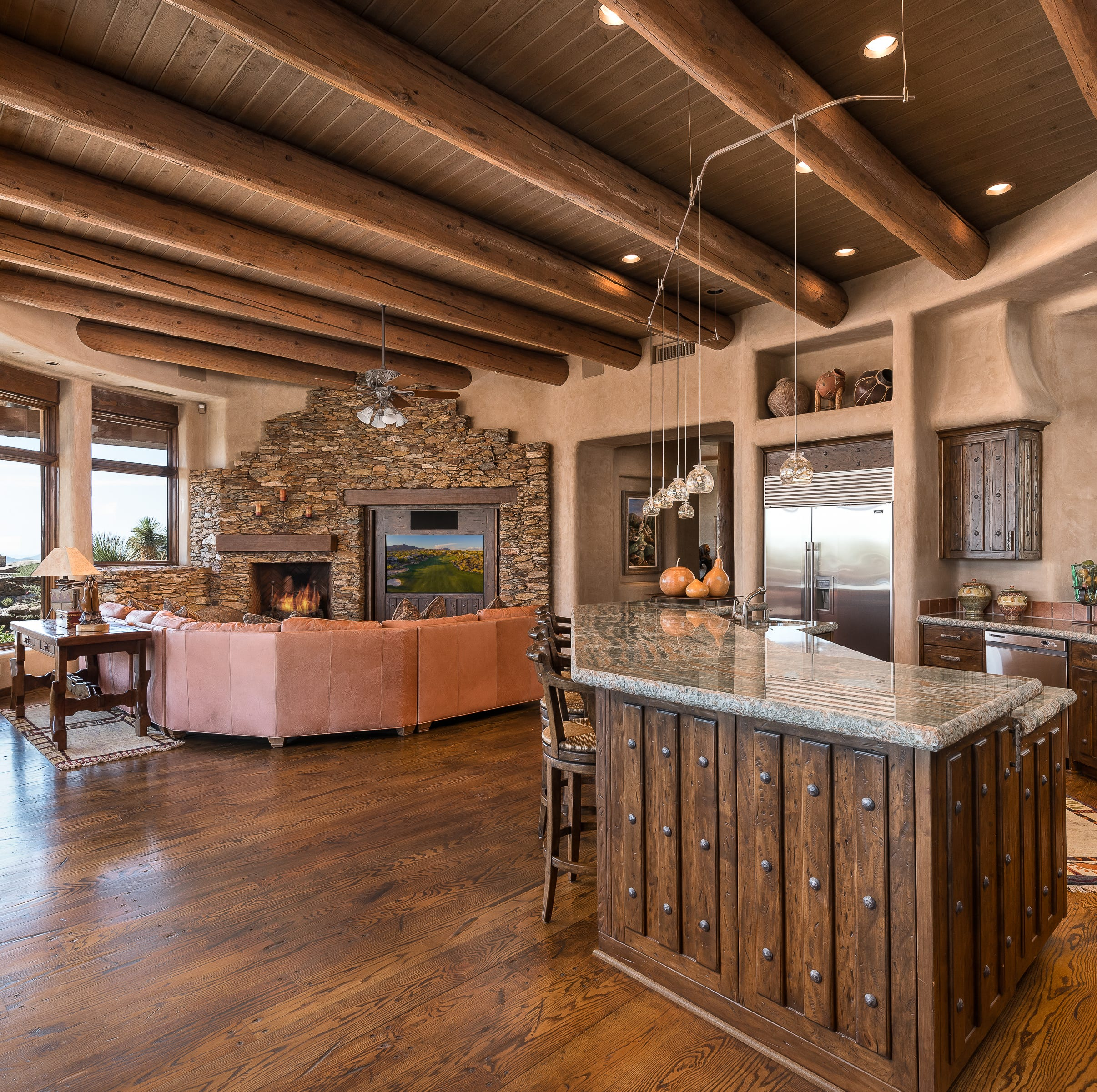 $2.98M Scottsdale house has 9-foot ceilings and Southwestern architecture
