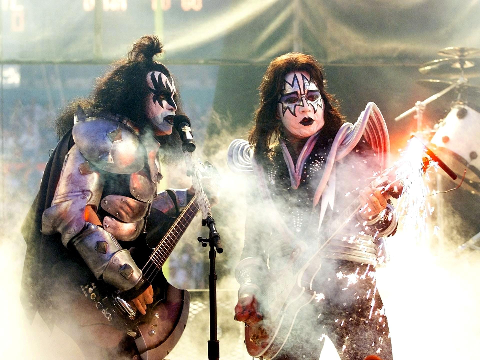 MIAMI: Gene Simmons (left) and Ace Frehley of the rock group Kiss entertain before the start of Super Bowl XXXIII at Pro Player Stadium. The Denver Broncos and Atlanta Falcons are playing for the Lombardi Trophy, symbol of the NFL champions. (ELECTRONIC IMAGE)   AFP PHOTO/JEFF HAYNES (Photo credit should read JEFF HAYNES/AFP/Getty Images)