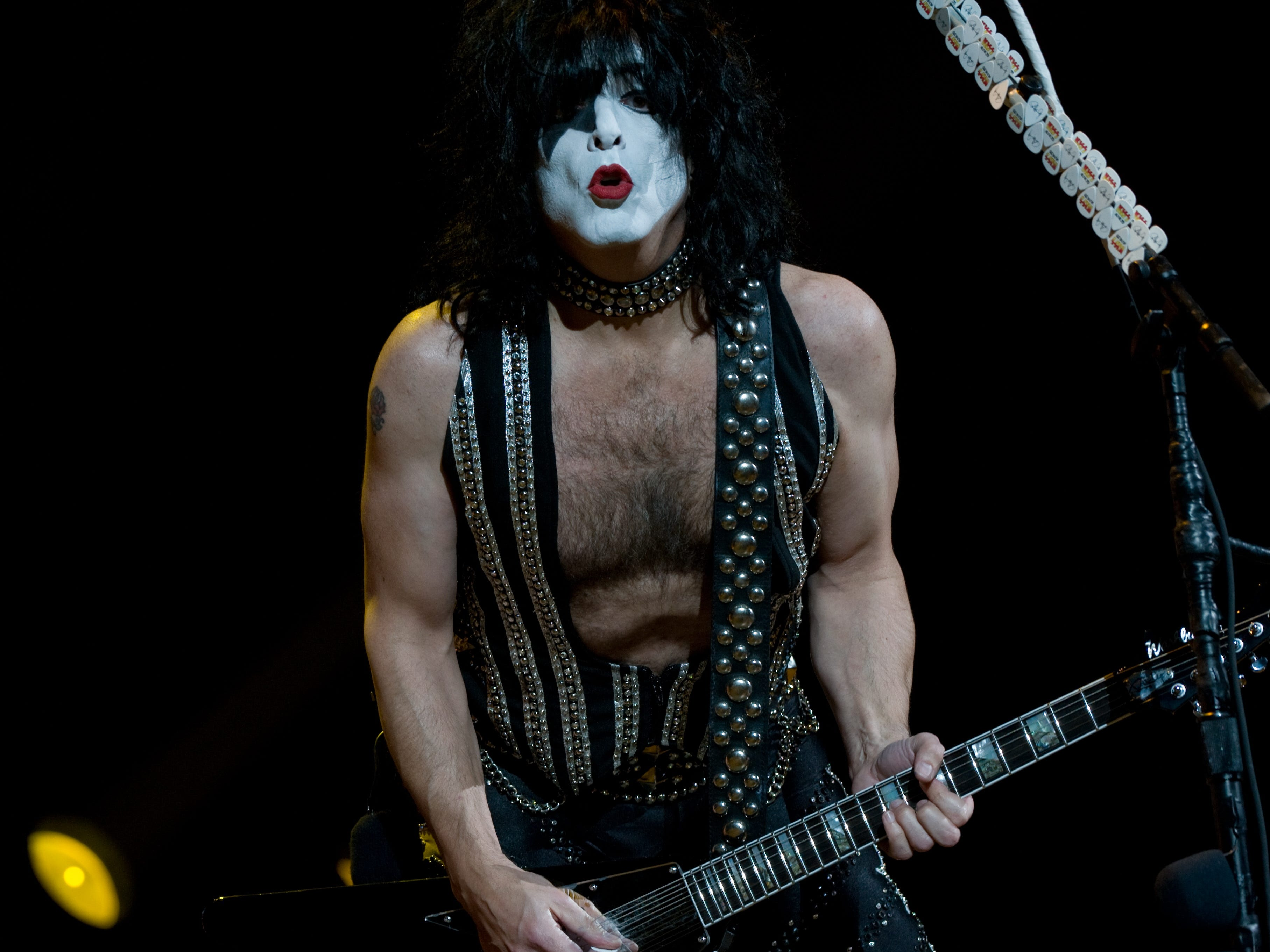 Paul Stanley of US rock group Kiss performs at the Verizon Center in Washington on October 13, 2009.          AFP PHOTO/Nicholas KAMM (Photo credit should read NICHOLAS KAMM/AFP/Getty Images)