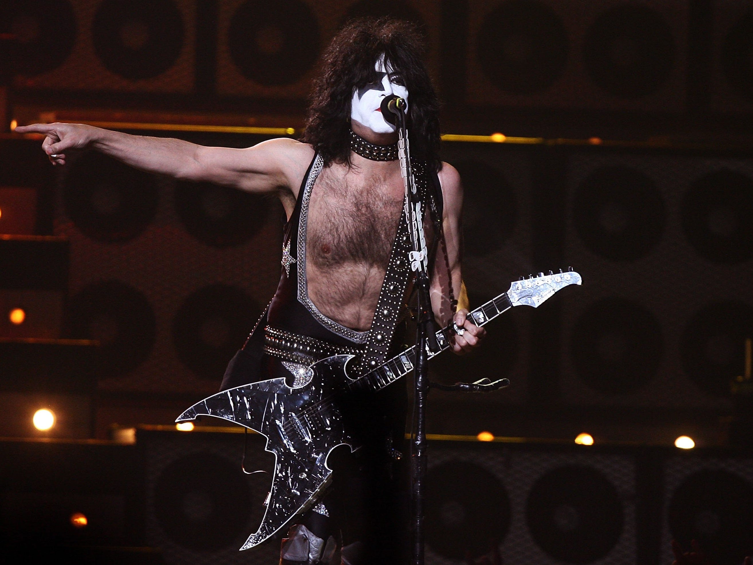 LAS VEGAS - MAY 25:  Musician Paul Stanley of Kiss performs during the VH1 Rock Honors at the Mandalay Bay Events Center on May 25, 2006 in Las Vegas, Nevada.  (Photo by Kevin Winter/Getty Images)