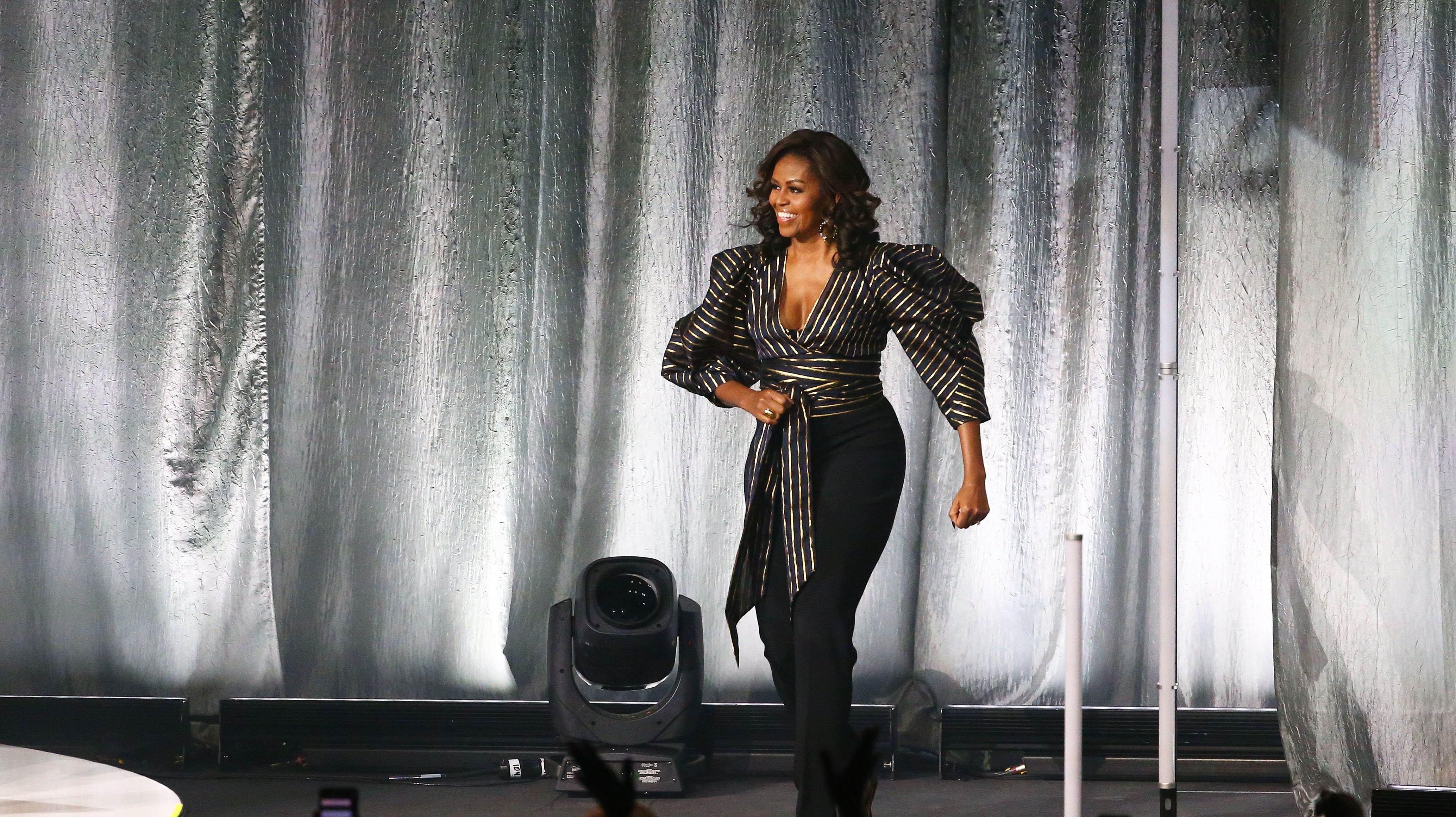 Image result for MICHELLE OBAMA BOOK TOUR FANS