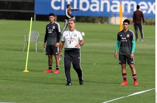 Gerardo 'Tata' Martino en uno de sus entrenamientos con 'El Tri'.