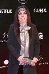 """Verónica Castro, quien regresa a Televisa este año, nunca estuvo contemplada para conducir """"La Voz México"""" en TV Azteca."""